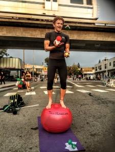 steve-trutane-juggles-at-solano-stroll-2015-med